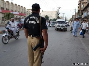 پولیس انتظامیہ نے آٹھ پولیس والوں کی رہائی کے لئے کالعدم لشکر جھنگوی کے تین ناصبی دہشت گرد رہا کر دئیے