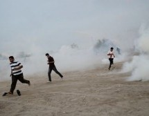 Bahraini forces clash with anti-regime protesters
