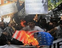 British Muslims storm US Embassy over anti-Islam movie