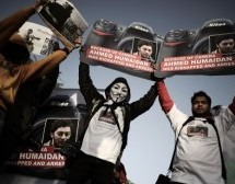 Bahrain police attack anti-regime protesters