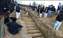 کوئٹہ کے شہدا کی تدفین، رقت آمیز مناظر