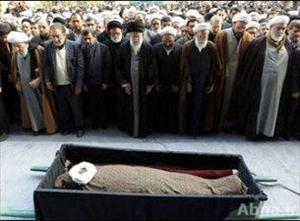 آیت اللہ خوشوقت کی نماز جنازہ امام خامنہ ای نے ادا کی