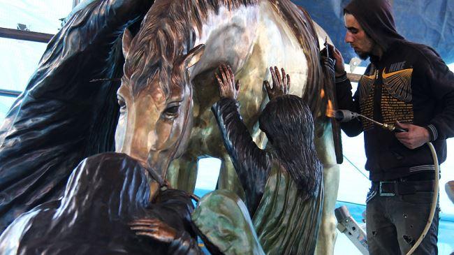 Ashura sculpture set up at Tehran's square